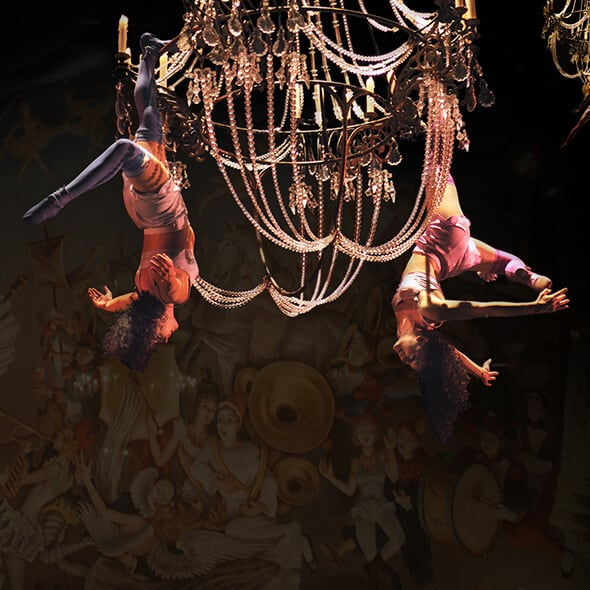 The aerial acrobatics act on chandeliers from Corteo