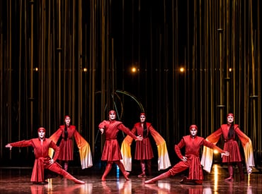 This act, the Georgian dance, takes its inspiration from a long tradition of resistance in the Republic of Georgia, in Varekai show, by Cirque du Soleil.